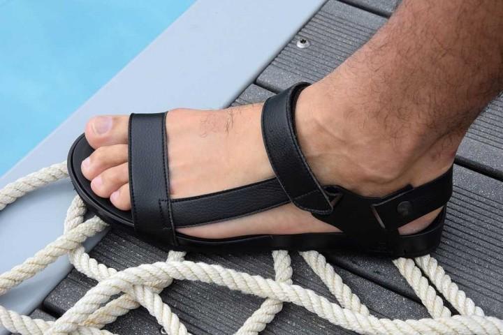 La sandale de Théo